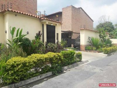 Townhouses En Venta En Las Quintas