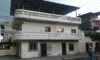 Casa Esquinera Con 6 Departamentos De Alquiler