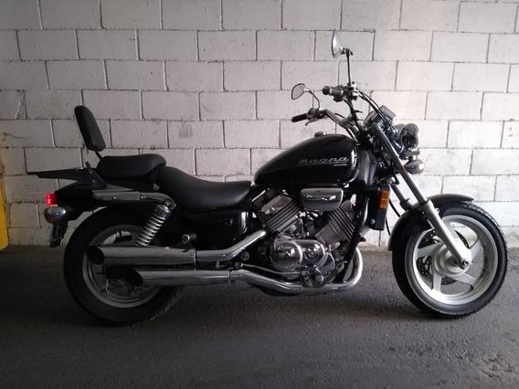 Moto Honda Magna 750 - Negra