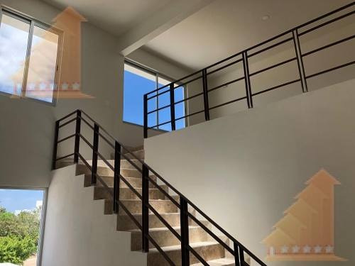 Casa Renta Aqua 3 Rec Doble Altura Seguridad Moderna Jacuzzi