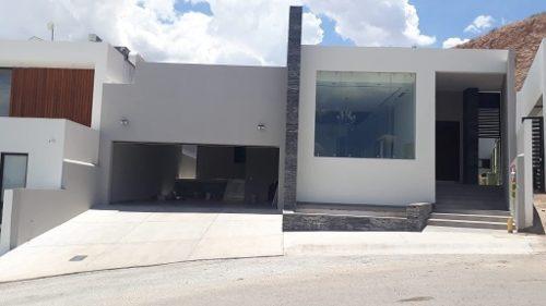 Hermosa Casa, En Fraccionamiento Privado, Nueva, Acabados De Lujo.