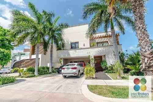 Residencia En Puerto Cancun.