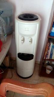 Enfriador O Filtro De Agua Potable En Buenas Condiciones