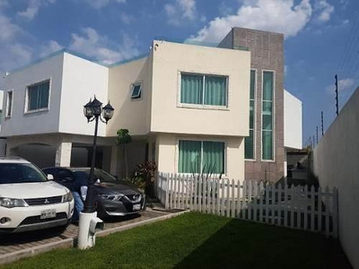 Preciosa Residencia En El Durazno Metepec