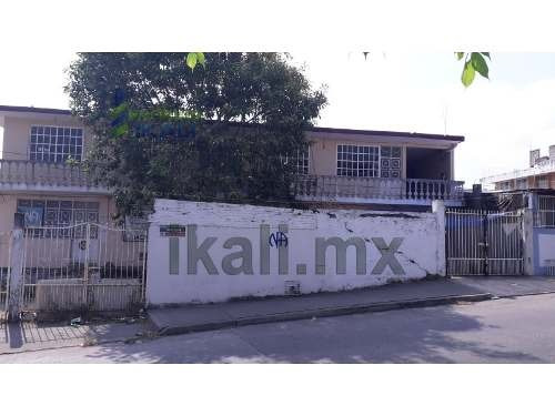 Venta 3 Departamentos Colonia Chapultepec Poza Rica Veracruz. Ubicados En Calle Fresno Esquina Con Calle Palma. El Edificio Cuenta De 2 Plantas, En Planta Baja Cuenta Con 2 Departamentos, Uno Con Una