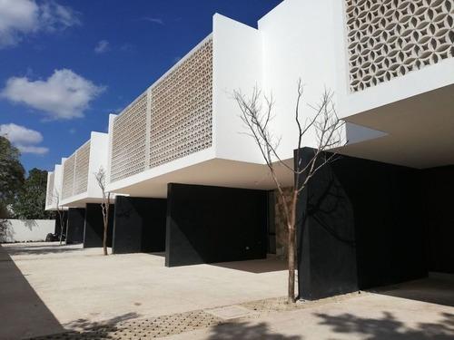 Casas Tipo Townhouses En Col Montes De Ame