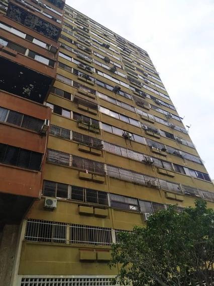 Apartamento En Resd . Teresa Mañongo