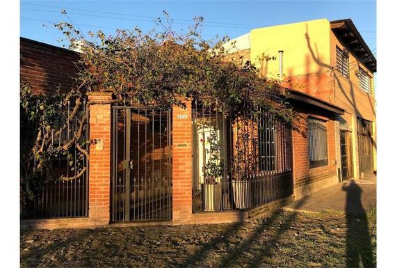 Hermoso Chalet 3 Dormitorios Con Garage, Patio Y Quincho Apt