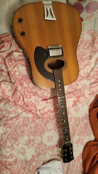 Guitarra Antigua Kuc