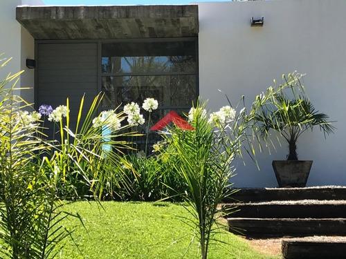 Muy Linda Casa En La Arbolada - Ref: 6494