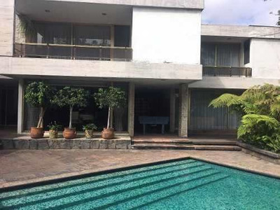 Casa Con Alberca Y Jardín En Jardines Del Pedregal