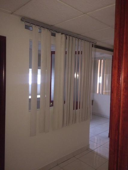 Oficina Excelente Ubicación. 4 Privados Y Área De Trabajo