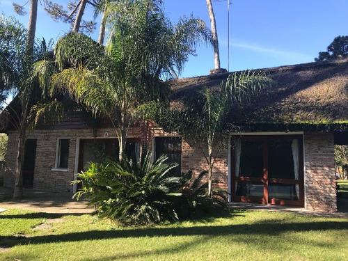 Casa En Pinares 3 Dormitorios Con Piscina Y Parrillero- Ref: 3117