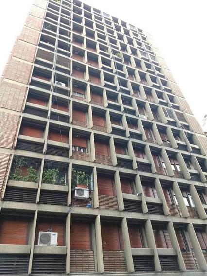 Excelente Ubicación - Dos Dormitorios Vista Al Frente - Centro