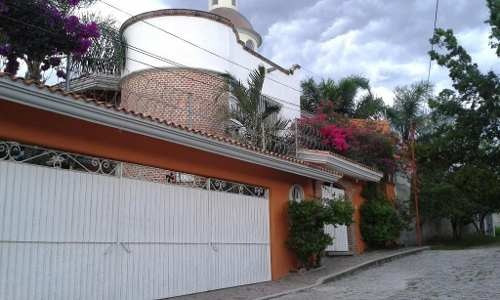 Rento Casa Sola Con Alberca En Jiutepec Morelos.
