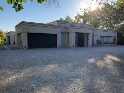 Preciosa Casa Con 3 Habitaciones Más Dependencia