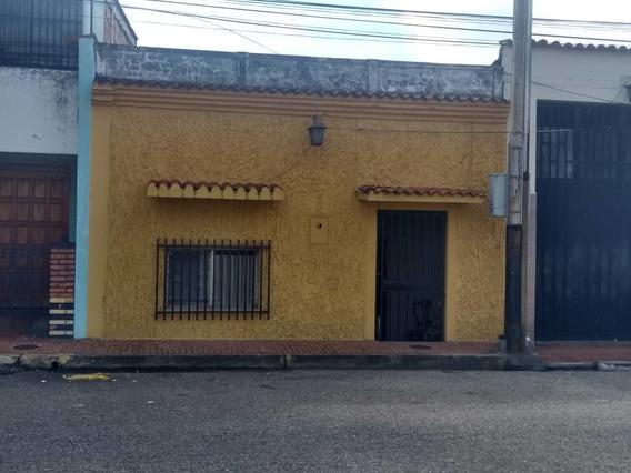 En Venta Casa Para Uso Comercial En La Av. Carabobo