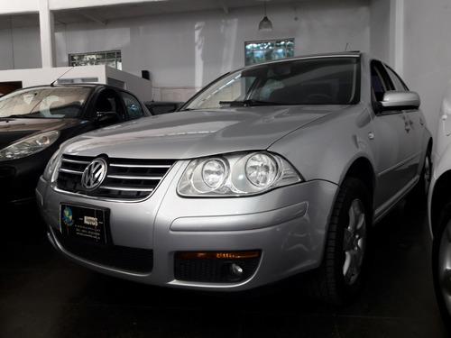 Volkswagen Bora Trendline 2.0 Con Gnc 5ta G 2010