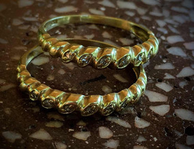 Aparador De Alianças Em Ouro 18k Com Diamantes