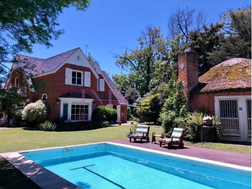 Alquiler En Paradas, Muy Buena Casa En El Mejor Punto De Punta Del Este.- Ref: 250