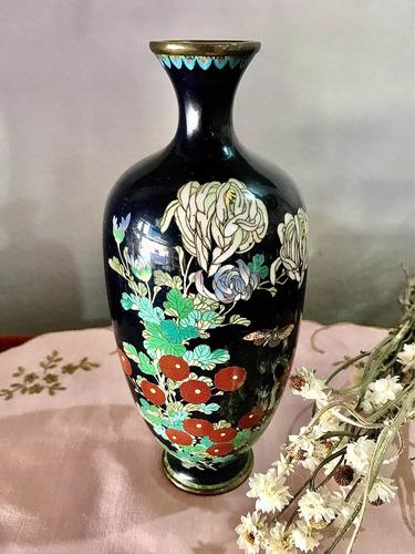 Antiguo Florero Cloissoné Japonés Porcelana Y Broncería