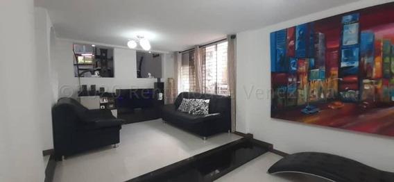Casa En Venta En Urb El Castaño Zona Privada 20-24920 Mv
