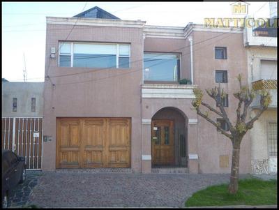 Hermosa Casa 4 Ambientes C/3 Baños, Quincho Y Garaje P/3 Autos!! Impecable En Villa Ballester