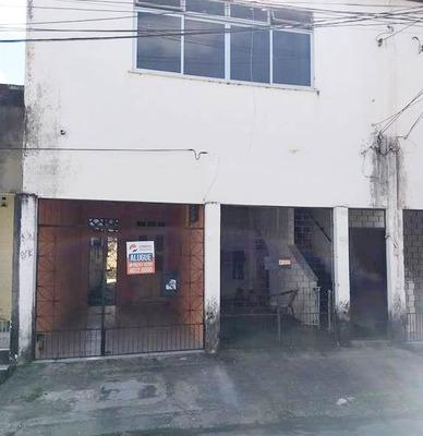 Casa Com 2 Quartos No Bairro De Fátima, Garagem, Quintal