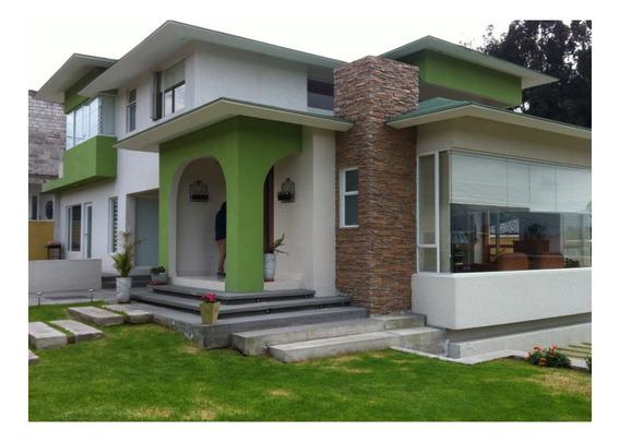 Casa En Venta Valle De Los Chillos. Urb. Club Los Chillos.
