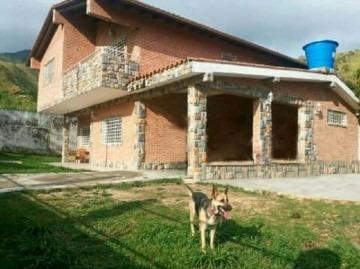 Casa En Venta En Carialinda, Naguanagua, Carabobo, 18-81005