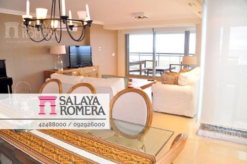 Apartamento De 4 Dormitorios Ubicado En Primera Linea De Playa Brava, Punta Del Este