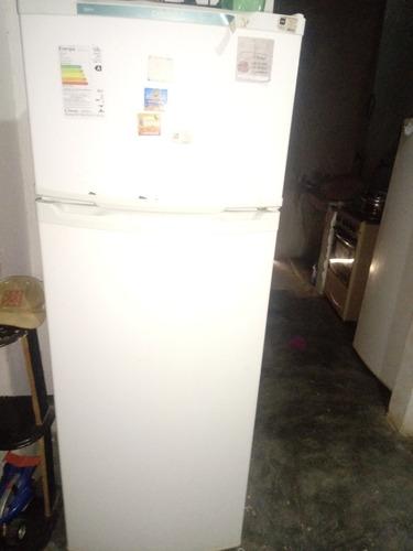 Imagem 1 de 2 de Geladeira Duplex 360 Litros Só Falta O Gás