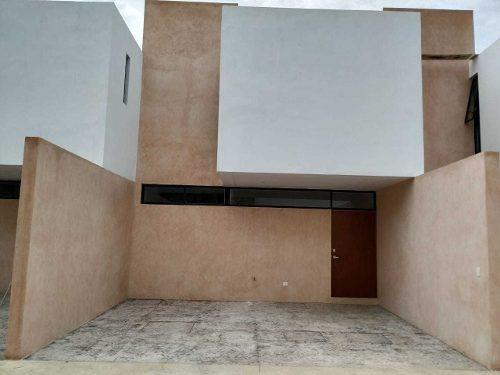 Townhouse En Venta En Mérida, Privada En Cholul. Thv-5711