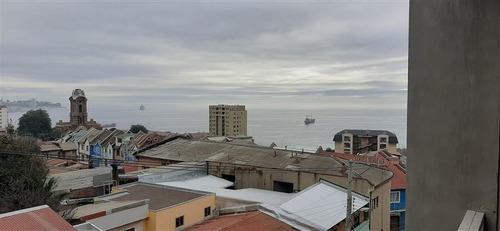 Departamento En Venta De 2 Dorm. En Valparaíso