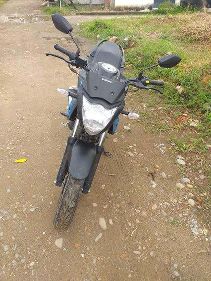 Vendo Hermosa Moto Suzuki