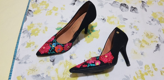 Sapato Scarpin Vizzano Floral Preto Salto Alto Bico Fino