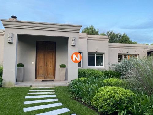Casa En Venta, Alborada, Punta Del Este, 4 Dormitorios.- Ref: 208319