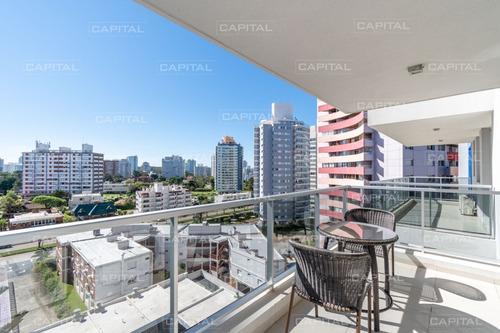Moderno Apartamento De Dos Dormitorios En Venta Punta Del Este- Ref: 30894