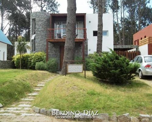 Preciosa Casa De Dos Plantas Ubicada En La Zona Mas Linda De Montoya- Ref: 159