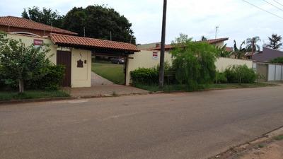 Casa 6 Cômodos, Churrasqueira E Amplo Quintal, Ótimo Bairro