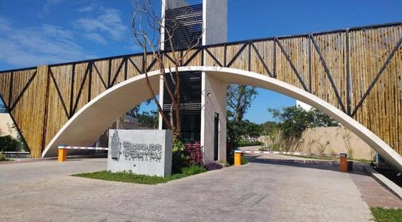 Casa En Venta En Playa Del Carmen En Residencial Con Cenote