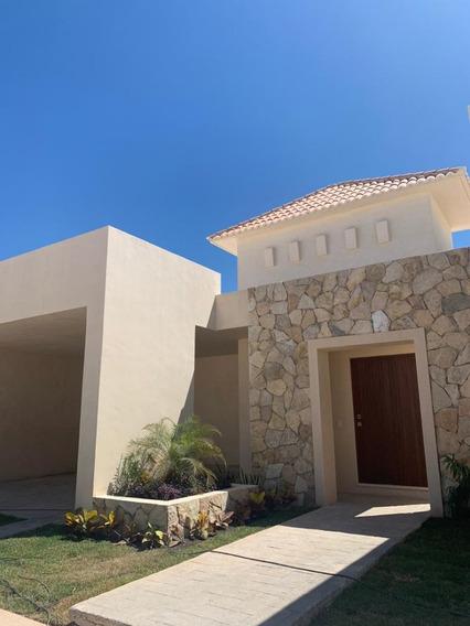 Casa En Venta En Privada Norte De Merida, Jardines De Santa Cruz