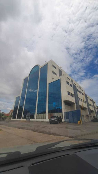 Se Vende Oficina En El Centro Comercial Cristal Plaza