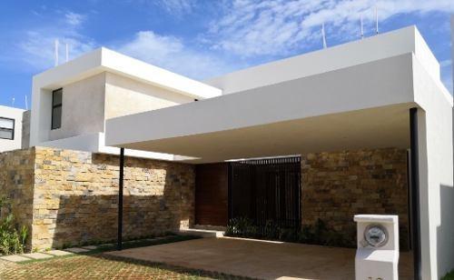Hermosa Casa Ubicada En Una De Las Mejores Zonas De Mayor Plusvalía En Mérida