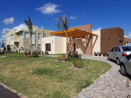 Venta Casa 4 Ambientes Con Pileta Barrio Don Joaquin