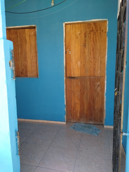 Casa Com 1 Quarto 1 Banheiro.