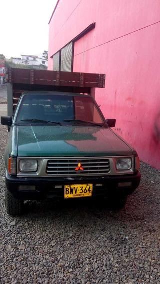 Camioneta Mitsubishi L200 En Estacas