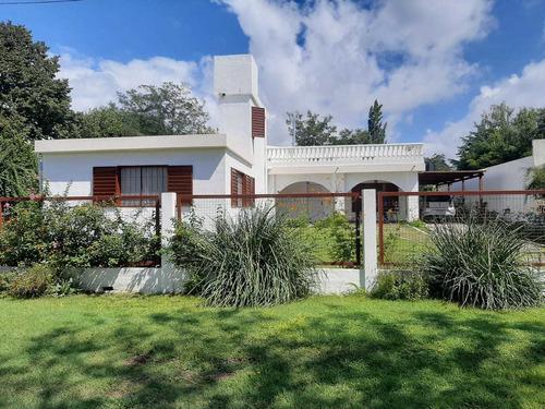 Casa A La Venta En Villa Parque Siquiman. (c135)