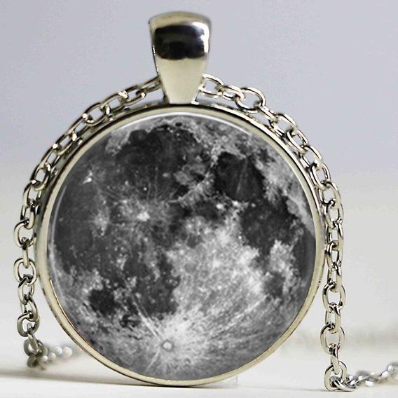 Dije Luna Con Domo De Cristal