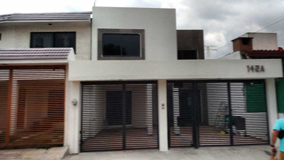 Casa Con 3 Recamaras, 3.5 Baños, Salon De Usos Multiples